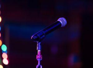 Un micro pour un karaoke